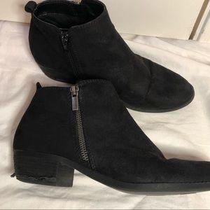 Carlos Santana black heeled booties